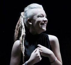 Priscilla Alcantara aparece com dreads no cabelo; veja fotos