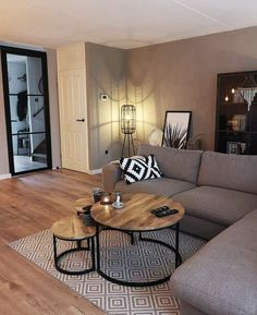 56 small living room apartment designs to look fantastic .- 56 kleine Wohnzimmer-Apartment-Designs, um fantastisch auszusehen 26 56 small living room apartment designs to look awesome 26 - Small Living Rooms, Home And Living, Small Living Room Designs, Small Living Room Furniture, Modern Living Room Decor, Condo Living Room, Small Apartment Living, Modern Decor, Bedroom Small