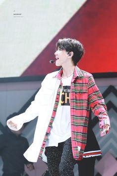 Baekhyun - 170708 SMTown Live World Tour VI in Seoul  Credit: Limited Sleep.