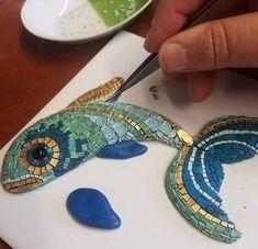 Mosaic on driftwood – SkillOfKing. Mosaic Wall Art, Mosaic Diy, Mosaic Crafts, Mosaic Projects, Mosaic Glass, Mosaic Tiles, Art Projects, Mosaic Madness, Mosaic Designs
