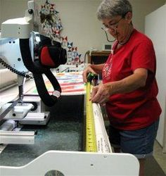 A beginner learns about quilting techniques created or enhanced by another living being. Quilting Room, Longarm Quilting, Free Motion Quilting, Quilting Tips, Quilting Tutorials, Long Arm Quilting Machine, Machine Quilting Patterns, Quilt Patterns, Arm Machine