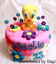 Tweety Bird Cake    www.facebook.com/sweetenedbykagi