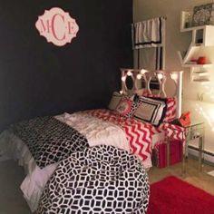 From favorite books to framed pics, this modern shelf keeps beloved belongings on display. Moving Furniture, Salon Furniture, Sofa Furniture, Bedroom Inspo, Bedroom Decor, Bedroom Ideas, Love Shelf, Hipster Home Decor, Globe String Lights