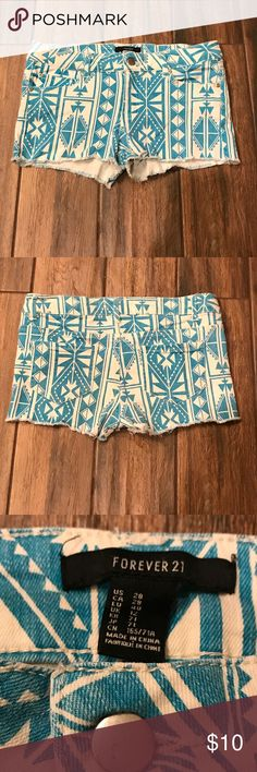 Shorts for your winter cruise 🚢!! Teal and white shorts gently worn, with no stains or tears. Non-smoking home. Forever 21 Shorts