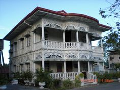 Old house design philippines Philippine Architecture, Filipino Architecture, Spanish Architecture, Amazing Architecture, Spanish House, Spanish Style, Old House Design, Philippine Houses, Small Buildings