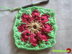 Цветочек в квадрате крючком