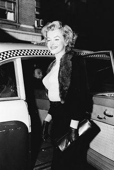Marilyn Monroe getting into a New York cab