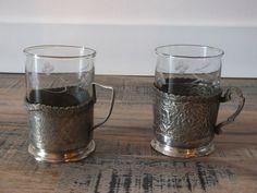 Retrouvez cet article dans ma boutique Etsy https://www.etsy.com/fr/listing/244158110/2-tasses-a-cafe-avec-support-argente