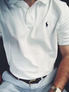 Classic Ralph Lauren Polo with Seersucker pants. Ralph Lauren Poloshirt, Mode Bcbg, Preppy Mode, Preppy Style Men, Preppy Mens Fashion, Cute Work Outfits, Le Polo, Mein Style, Herren Outfit