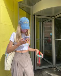 Outfits With Hats, Girl Outfits, Casual Outfits, Fashion Outfits, Baseball Cap Outfit, Neue Outfits, Nyc, Oui Oui, Looks Cool