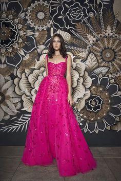 Couture Fashion, Fashion Show, High Fashion, Fashion Wear, Fashion Dresses, Luxury Fashion, International Fashion Designers, Royal Dresses, Flowing Dresses
