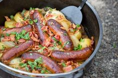 Dublin Coddle (potatoes,onions,bacon & link sausage casserole) a traditional Irish dish made with potatoes, sausage, and bacon then slow cooked in a delicious stew. Perfect Camping Food in a Lodge Camp Dutch Oven Dutch Oven Recipes, Irish Recipes, Cooking Recipes, Pasta Recipes, Dublin Coddle Recipe, Bratwurst Sausage, Sausages, Dutch Oven Camping, Comfort Food