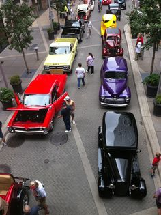 Overhead view at Galleria in downtown Louisville for 2013 Street Rod Nationals.