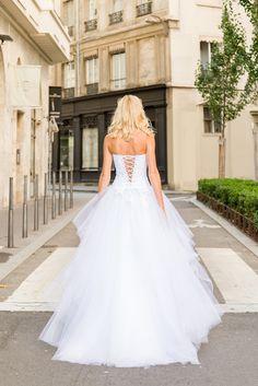 Robe de mariée sur mesure Lyon - Ludivine Guillot / Robe - Mariée - Dentelle - Bustier - Strass - Tulle - Princesse - Bouquet Mariée