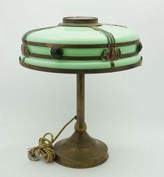 Jadite & Brass Art Deco Lamp, ca Lampe Art Deco, Art Deco Table Lamps, Art Deco Decor, Art Deco Design, Antique Lamps, Antique Lighting, Vintage Lamps, Vintage Lanterns, Bauhaus