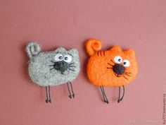 Warm brooches – shop online on Livemaster with shipping - Needle Felted, Wet Felting, Brooches Handmade, Handmade Toys, Felt Crafts Patterns, Needle Felting Tutorials, Felt Cat, Felt Brooch, Cute Little Things