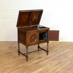 Antique Apollo Wind-Up Gramophone http://witchantiques.com/antique-apollo-wind-up-gramophone.html