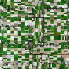 The village of Espel - located in the province of Flevoland, Netherlands - is home to 774 inhabitants. The farms in the region specialize in the growth of flower bulbs. 52°43′27″N 5°38′39″E