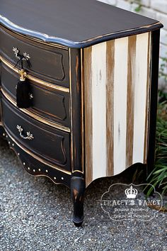 Vintage French Soul ~ Classic French provincial dresser by TraceysFancy on Etsy Furniture Diy, Furniture Makeover Diy, Repainting Furniture, Furniture Rehab, Furniture Projects, Furniture Restoration, Furniture Inspiration, Vintage Furniture, Redo Furniture