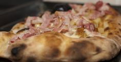La pizza fatta in casa ha quel qualcosa in più, ma affinché riesca al meglio bisogna curare scelta della farina, l'impasto, il sale e il lievito.