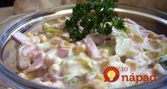 Vynikajúci šalát so šunkou, zeleninou a vynikajúcou smotanovou zálievkou. Skvelá večera raz-dva! :-)