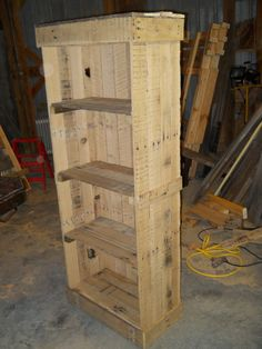 Transcendent Dog House with Recycled Pallets Ideas. Adorable Dog House with Recycled Pallets Ideas. Wooden Pallet Signs, Wood Pallet Crafts, Barn Wood Projects, Reclaimed Wood Projects, Wood Pallet Furniture, Wooden Pallets, Pallet Projects, Furniture Projects, Diy Projects