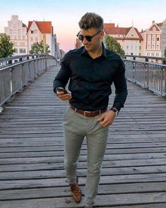 Simple business casual combo inspiration with a black button up shirt sunglasses watch brown leather belt military green chinos brown dress shoes Business Casual Outfits For Work, Business Casual Men, Men Casual, Casual Menswear, Casual Styles, Smart Casual, Men Fashion Show, Fashion Moda, Womens Fashion
