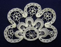 Pits / Bobbin lace / Spitze by pitsimeister, via Flickr