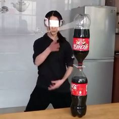 Coke kunoichi i can't see your moves Self Defense Moves, Self Defense Martial Arts, Karate, Beste Gif, Cool Dance Moves, Wow Video, Martial Arts Techniques, Martial Arts Workout, Sport Fitness