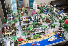When LAPD officer Jorge Parra isn't walking the beat in L., he's still thinking about the city's street and buildings. He's spent years building a model of L. out of Legos. Stem Projects For Kids, Lego Projects, Wilshire Grand Tower, Museum Education, City Layout, Lego Boards, Lego Man, Lego Modular, Cool Lego Creations