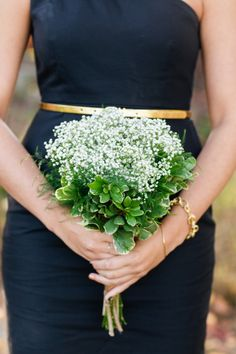 Navy dress + baby's breath #bouquet. Photography: Servidone Studios Photography - www.servidonestudios.com