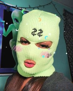 Pɪɴᴛᴇʀᴇꜱᴛ ᴍᴜʀʏꜱ 😈 - You are in the right place about gas mask Here we offer you the most beautiful pictures about the - Gangsta Girl, Fille Gangsta, Girl Gang Aesthetic, Badass Aesthetic, Aesthetic Grunge, Boujee Aesthetic, Aesthetic Painting, Aesthetic Black, Aesthetic Songs