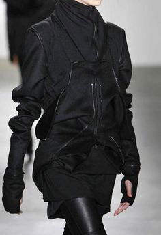 Future Fashion, Black Clothing, Girl in Black, Futuristic Clothing, Fashion Show, Futuristic Look, Rad Hourani