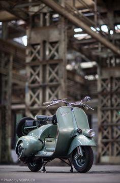 Vespa bacchetta Faro Basso V14T, 1950, restored condition. Swiss version