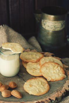 Kanela y Limón: Galletas de almendra/ paso a paso Milk Cookies, Sweet Cookies, Lemon Cookies, No Bake Cookies, Lemon Recipes, Sweet Recipes, Baking Recipes, Just Desserts, Delicious Desserts