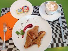 Asi empieza bien la semana cualquiera!! :D Menudo desayuno nos hemos tomado esta mañana en el Café de la Reina en Zaragoza!! #ExperienciasPalafox