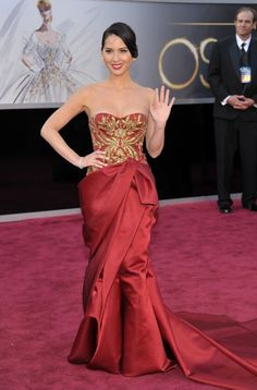 Olivia Munn in Marchesa at the 2013 Academy Awards.