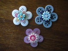 Button flowers (I have to do something crafty with all my buttons! Diy Projects To Try, Crafts To Make, Fun Crafts, Sewing Projects, Craft Projects, Crafts For Kids, Arts And Crafts, Paper Crafts, Stick Crafts