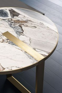 Made in Italy ~ unique table extension design brings all the . by Lovely Interior Plywood Furniture, Cool Furniture, Furniture Design, Bathroom Furniture, Table Cafe, Dining Table, Table And Chair Sets, Table Decorations, Ocean Storm
