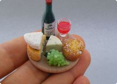 Adorable tiny food sculptures that fit on the tip of your finger scale out of polymer clay by Shay Aaron Amazing! Miniature Crafts, Miniature Food, Crea Fimo, Food Sculpture, Food Artists, Tiny Food, Fake Food, Wine Cheese, Cheese Food