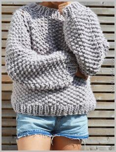 The Seed Bubble Sweater is the perfect big knit to wear when the temperature drops. Constructed seamlessly to reduce as much bulk as possible, this is a fun pattern to challenge your knitting skills. Chunky Knitting Patterns, Knit Patterns, Crochet Pattern, Knit Crochet, Super Chunky Yarn, Diy Mode, Big Knits, Vogue Knitting, Baby Knitting