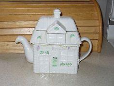 rare-with-sticker-Belleek-Post-Office-Figurine-Teapot-7-5-T-Cottage-Shamrocks