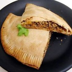 Pie pastry filled with a mixture of ground turkey, tomato, bell pepper, herbs and spices. A turkey twist on a Latin favorite, empanadas. Cute Food, Good Food, Empanadas, Stuffed Green Peppers, Light Recipes, Food For Thought, Allrecipes, Entrees, Appetizers