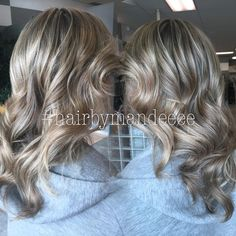 Who else loves blondes?? #redken #hairbymandeeee #redkencolor #styleyourstory #lovemyjob #curlyhair #cilantrohairspa #behindthechair #modernsalon #flashlift #shadeseq #dimensionalhair #foils #foiledhair