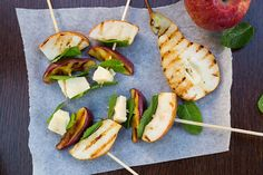 Grilled Apples, Pears & Parmigiano Reggiano Skewers - 81 calories per skewer Healthy Snacks, Healthy Recipes, Healthy Eating, Quick Recipes, Delicious Recipes, Tasty, Appetizer Recipes, Appetizers, Grilled Fruit