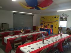 do each table each color of paw patrol dogs, middle have a thinner white table clothes with paws all over it. (get big paw stamp) Puppy Birthday, Paw Patrol Birthday, Baby Boy Birthday, 3rd Birthday Parties, 2nd Birthday, Birthday Ideas, Theme Parties, Party Themes, Ryder Paw Patrol