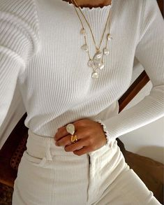 bijoux fantaisie hiver 2019 colliers in 2020 Look Fashion, Fashion Outfits, Womens Fashion, Fashion Trends, Feminine Fashion, Street Fashion, Girl Fashion, Winter Outfits, Casual Outfits