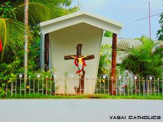 Cross on the way towards Vasai Court.