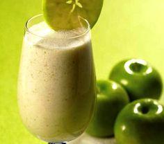 BATIDO PARA BAJAR DE PESO Ingrt:2 manzanas verdes-1limón verde-½ litro de agua-125gr de avena en hojuelas.¿Como lo Preparas?Pelas las 2 manzanas verdes y sacar la pulpa de ellas, luego la licuamos esta pulpa con los demás ingredientes. Debes dejar se mezclen bien todos los ingr. Puedes agregar hielo .Tomarlo de una vez en ayunas en las mañanas o si prefieres lo puedes ingerir en las noches antes de ir a dormir.Este batido tiene como ingrediente principal la avena, la cual contiene fibra…