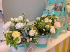 vasi di fiori per un giorno di festa